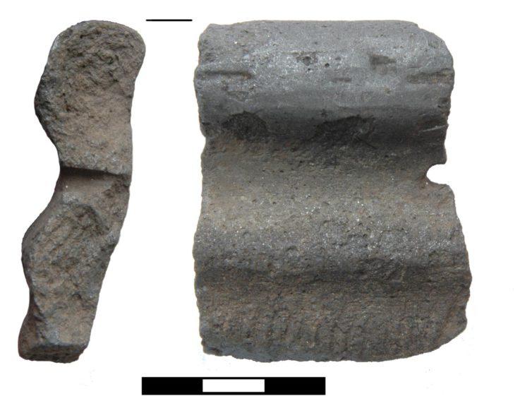 Fragment celtyckiego naczynia znalezionego w Pietrowicach Wielkich na Górnym Śląsku, zawierającego domieszkę grafitu w masie ceramicznej (fot. J. Soida).